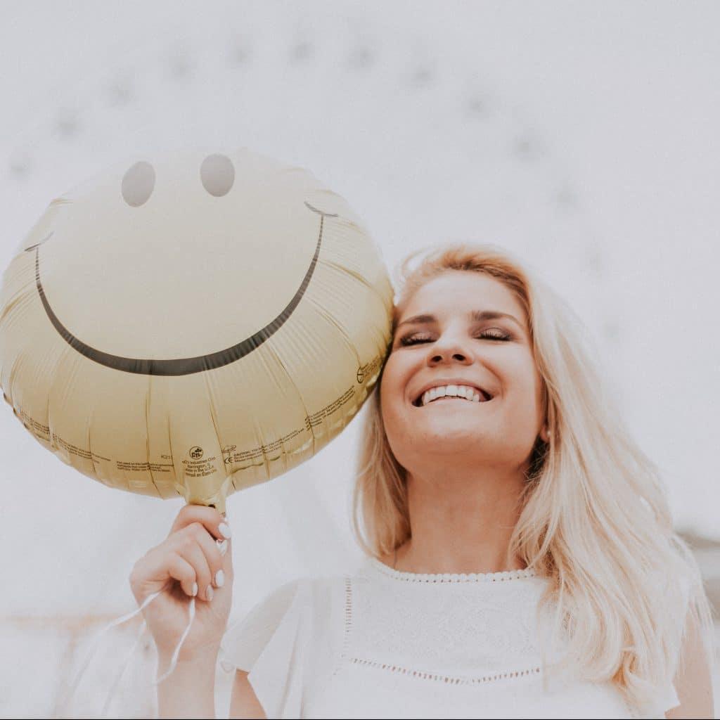 femme ménopausée heureuse
