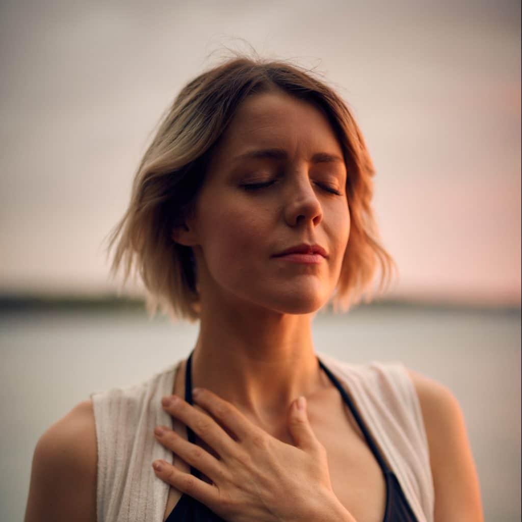 femme soulagée qui respire